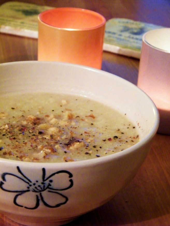 Cauliflower soup, on a dark afternoon, with candles